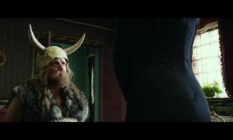 Extrait : « Astérix et Obélix au service de sa majesté » - Miss Macintosh et Têtedepiaf. En salles le 17 octobre 2012