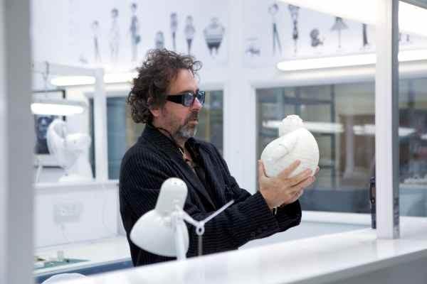 """Tim Burton sur le tournage de """"Frankenweenie"""", qui sortira en salles le 31 octobre 2012."""