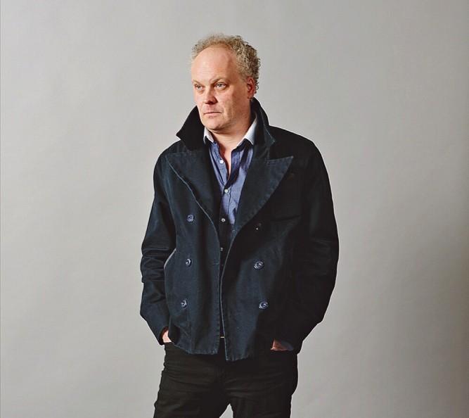 """L'Anglais Patrick McGuinness, auteur de """"Vide-grenier. voyage dans la mémoire"""""""